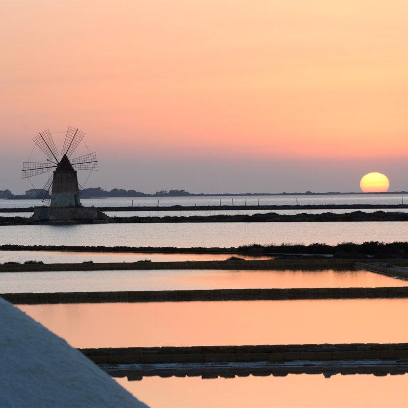 Sonnenuntergang über den Salinen